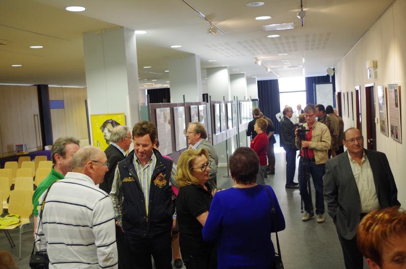 Le public découvre l'exposition